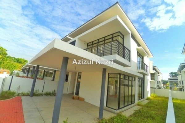 For Sale Semi-Detached at Harmoni Park, Dengkil Freehold Semi Furnished 4R/4B 850k