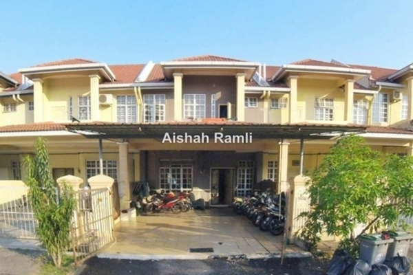 For Sale Terrace at Acacia, Seremban 2 Freehold Semi Furnished 4R/3B 415k
