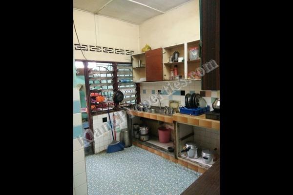 For Sale Terrace at Taman Klang Jaya, Klang Freehold Semi Furnished 3R/2B 398k