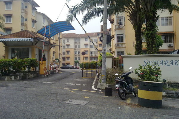 For Sale Apartment at Semarak Apartment, Puchong  Unfurnished 3R/2B 235k