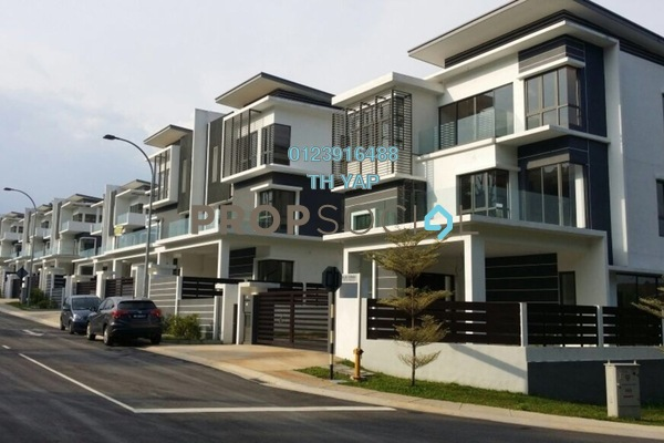For Sale Semi-Detached at Taman Bukit Serdang, Seri Kembangan Freehold Semi Furnished 6R/6B 1.8m