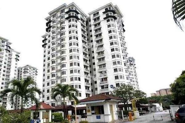 For Sale Condominium at Kelana D'Putera, Kelana Jaya Freehold Semi Furnished 3R/2B 490k