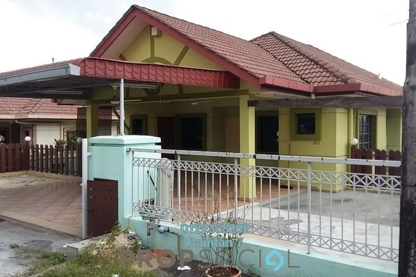 For Rent Bungalow at Taman Bukit Serdang, Seri Kembangan Freehold Semi Furnished 4R/4B 1.8k