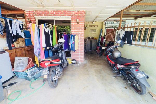 For Sale Terrace at Taman Sri Raya, Batu 9 Cheras Leasehold Unfurnished 4R/1B 295k