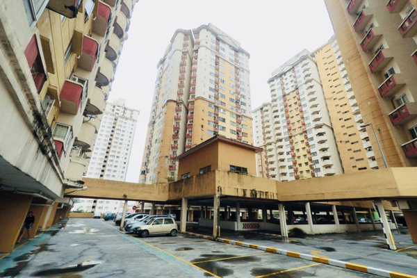 For Sale Apartment at Melur Apartment, Sentul Freehold Unfurnished 3R/2B 390k