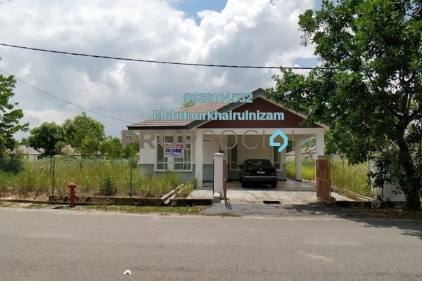 For Sale Bungalow at Lenggeng, Negeri Sembilan Freehold Unfurnished 4R/2B 420k
