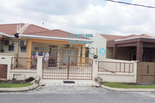For Sale Terrace at Taman Pelangi, Rawang Freehold Semi Furnished 4R/2B 390k