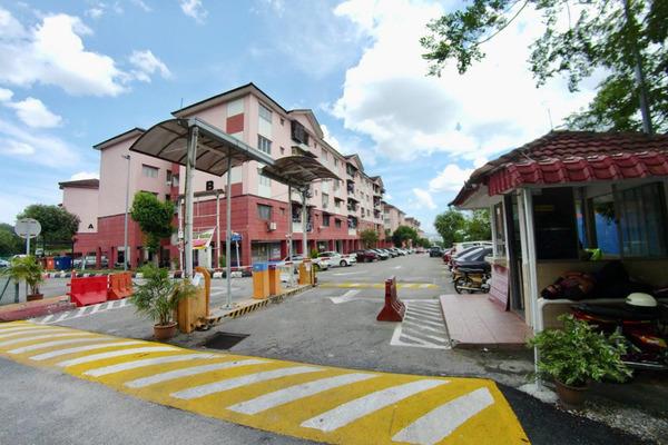 For Sale Apartment at Suakasih, Bandar Tun Hussein Onn Freehold Semi Furnished 3R/2B 200k