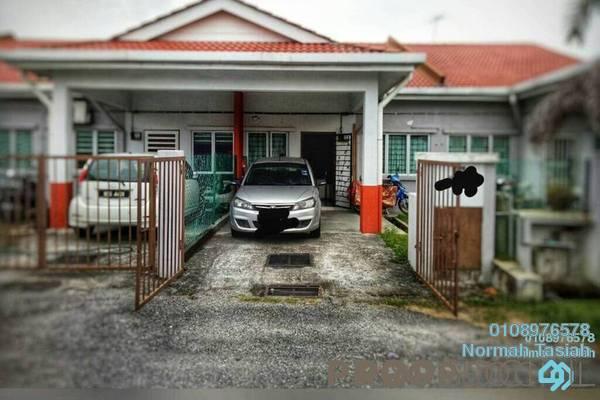 For Sale Terrace at Kampung Bukit Kapar, Kuala Selangor Freehold Semi Furnished 3R/2B 290k