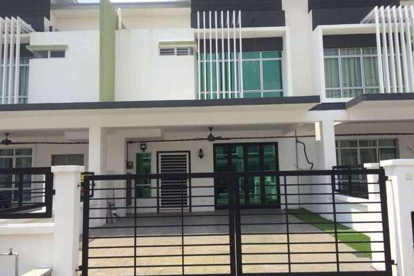 For Sale Terrace at Olive, HillPark Freehold Semi Furnished 4R/3B 670k