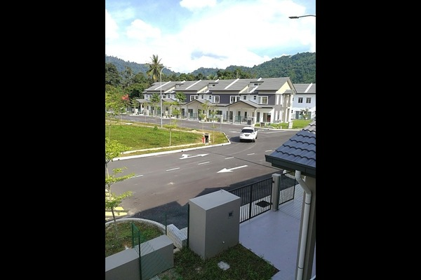 For Sale Terrace at Kampung Sungai Lui, Hulu Langat Freehold Unfurnished 4R/3B 527k