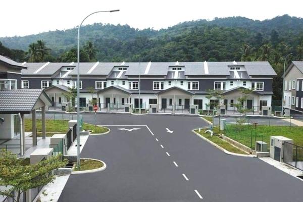 For Sale Terrace at Taman Cempaka Lui, Hulu Langat Freehold Unfurnished 4R/3B 516k