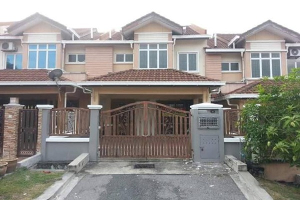 For Sale Terrace at D'Puncak Aman, Bandar Seri Putra Freehold Semi Furnished 4R/3B 535k