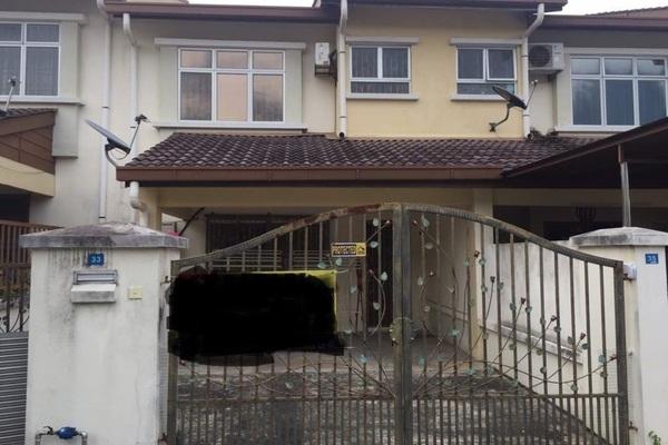 For Sale Terrace at Bandar Sri Putra, Bandar Seri Putra Freehold Semi Furnished 4R/3B 530k