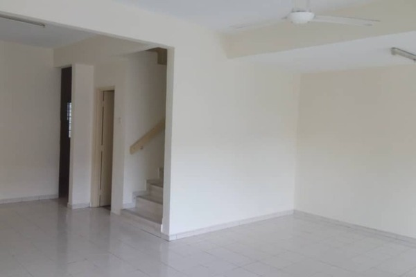 For Sale Terrace at Section 6, Bandar Mahkota Cheras Freehold Semi Furnished 4R/3B 580k