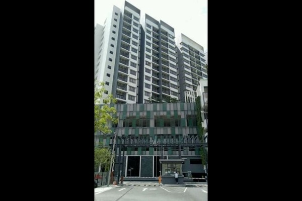 For Rent Condominium at Suria Residence, Bukit Jelutong Freehold Semi Furnished 1R/1B 1.5k