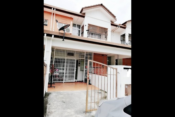 For Sale Townhouse at Taman Seri Alam, Sungai Buloh Leasehold Unfurnished 3R/2B 349k