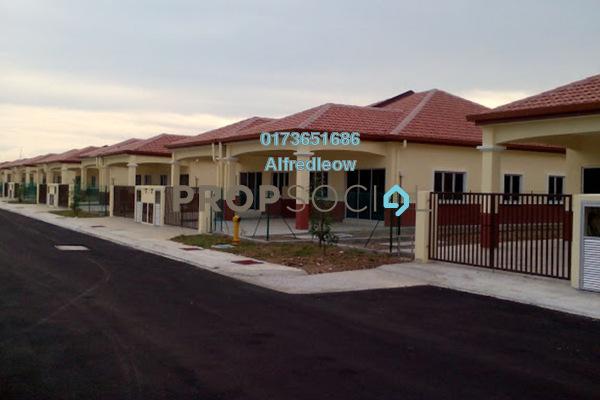 For Sale Terrace at Taman Pelangi, Rawang Freehold Semi Furnished 4R/2B 380k