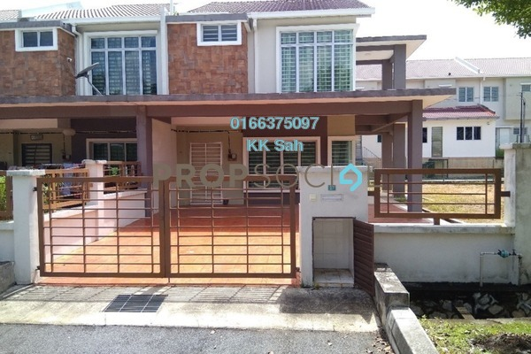 For Sale Terrace at Taman Pelangi Semenyih 2, Semenyih Freehold Semi Furnished 4R/3B 570k
