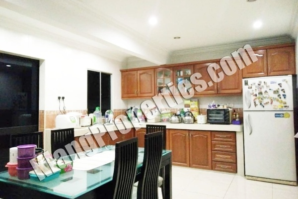 For Sale Terrace at Bandar Bukit Tinggi 1, Klang Freehold Semi Furnished 3R/2B 468k
