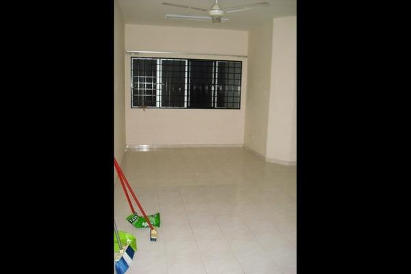 For Sale Apartment at Angsana Apartment, Bandar Mahkota Cheras Freehold Semi Furnished 3R/2B 228k