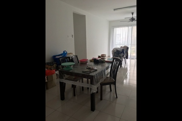 For Sale Condominium at Villa Laman Tasik, Bandar Sri Permaisuri Freehold Unfurnished 4R/3B 530k
