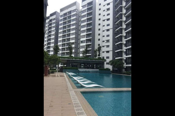 For Rent Condominium at Suria Residence, Bukit Jelutong Freehold Semi Furnished 2R/2B 2k