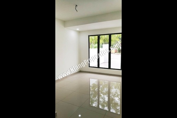 For Sale Terrace at Taman Sentosa, Klang Freehold Semi Furnished 3R/2B 315k