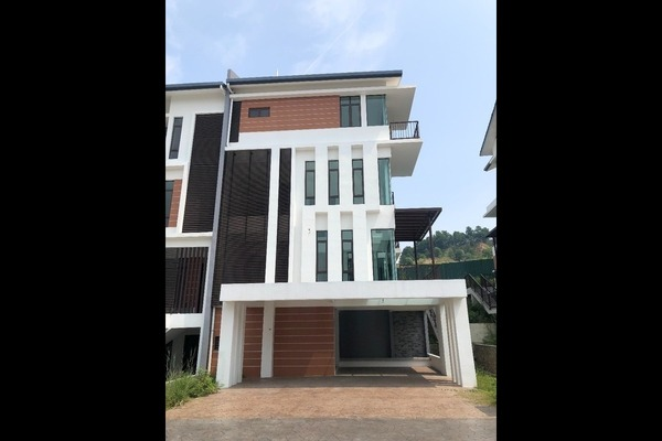 For Sale Semi-Detached at Kingsley Hills, Putra Heights Freehold Unfurnished 6R/7B 2.4m
