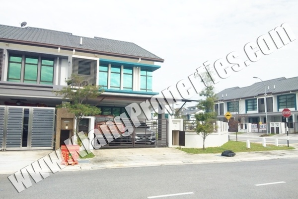 For Sale Terrace at Nafiri, Bandar Bukit Raja Freehold Semi Furnished 4R/3B 1.15m