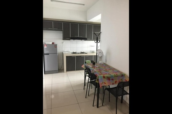For Rent Condominium at The Zest, Bandar Kinrara Freehold Fully Furnished 3R/2B 1.9k