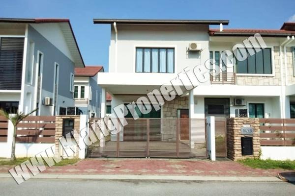 For Rent Semi-Detached at Bayuemas, Klang Freehold Semi Furnished 4R/4B 3.2k