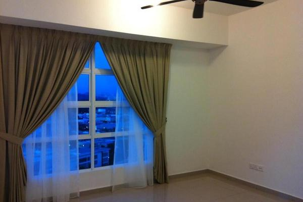 For Sale Condominium at The Zest, Bandar Kinrara Freehold Semi Furnished 3R/2B 515k
