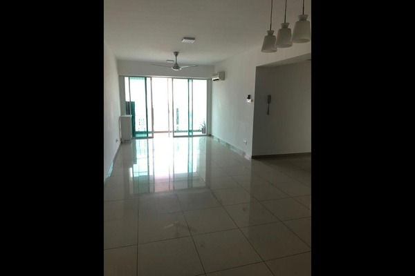 For Sale Condominium at The Zest, Bandar Kinrara Freehold Semi Furnished 3R/2B 505k
