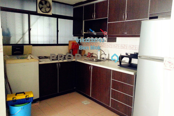 For Sale Apartment at Flora Damansara, Damansara Perdana Freehold Semi Furnished 3R/2B 205k