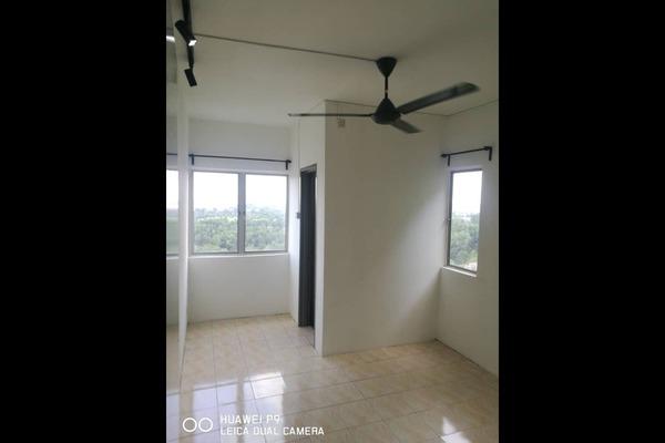 For Rent Condominium at Desaminium Rimba, Bandar Putra Permai Freehold Semi Furnished 5R/3B 1.1k