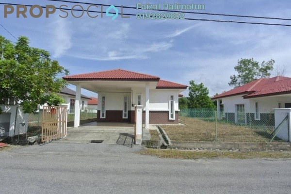 For Sale Bungalow at Mahkota Hills, Mantin Freehold Unfurnished 3R/2B 399k