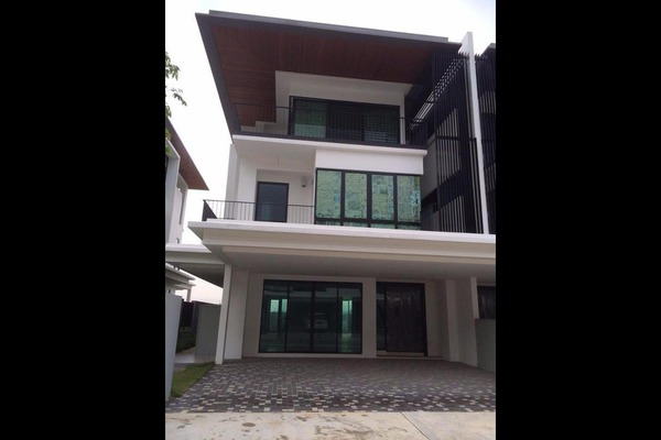 For Sale Bungalow at Duta Villa, Setia Alam Freehold Unfurnished 4R/6B 2.6m