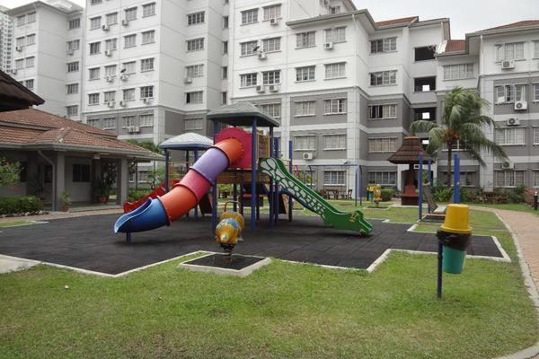 For Rent Apartment at USJ 22, UEP Subang Jaya Freehold Semi Furnished 3R/2B 1.4k