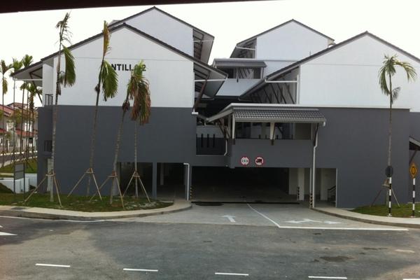 For Rent Townhouse at Lagoon Villas, Kota Kemuning Freehold Semi Furnished 2R/3B 1.8k