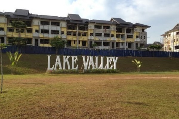 Lake Valley in Bandar Tun Hussein Onn