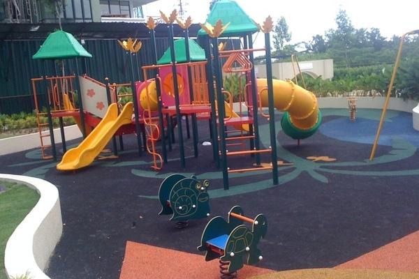 Children playgrd 1 small