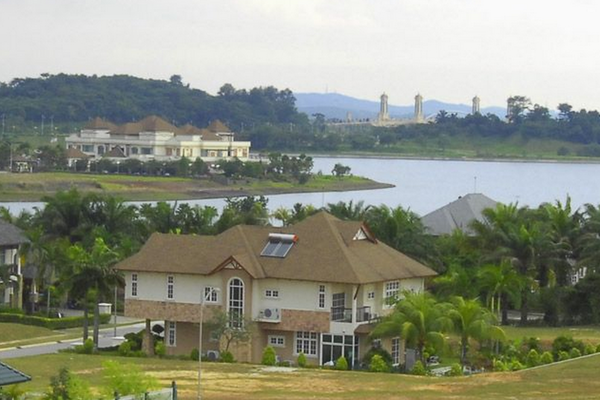 Perdana Lakeview East's cover picture