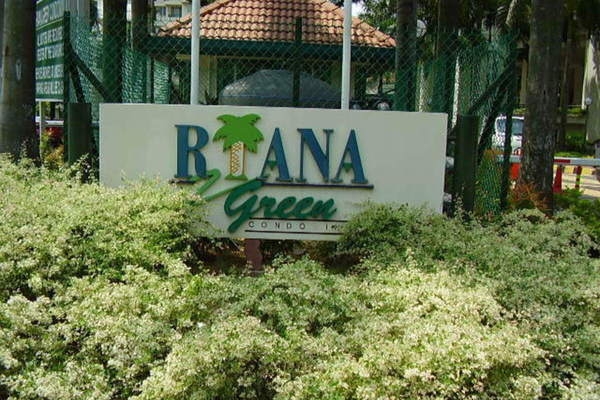 Riana Green in Tropicana
