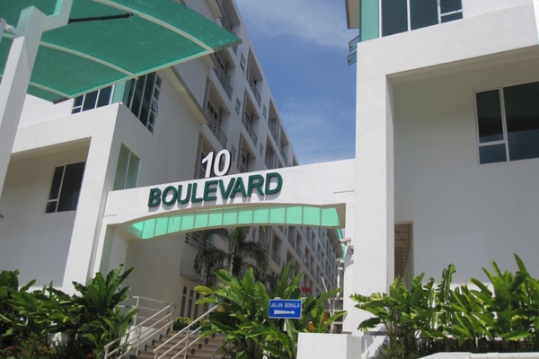 10 Boulevard's cover picture