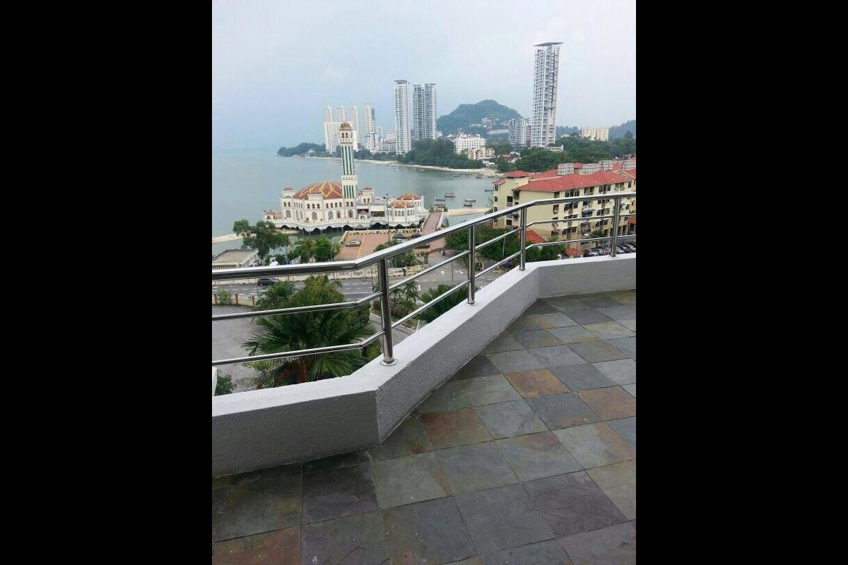 Marina Tower Photo Gallery 6