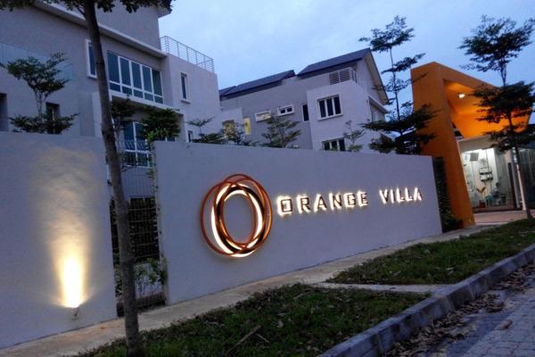 Orange Villa's cover picture