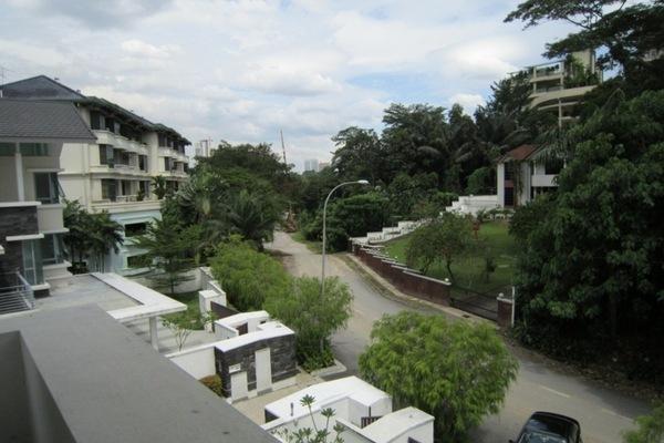 Bukit Ledang's cover picture