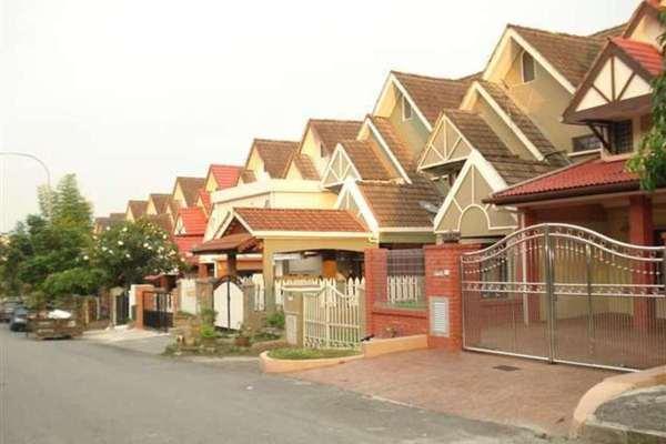 Suasana in Bandar Tun Hussein Onn