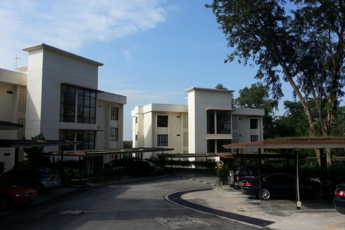 Ukay Bayu Photo Gallery 1